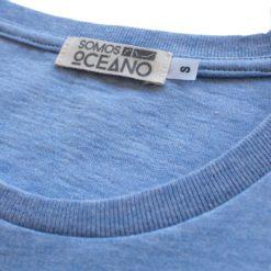 Detalle cuello Camiseta Surf